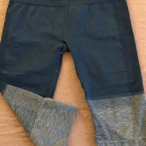 Lululemon Capri Leggings, Size 10, shades of blue